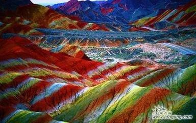 西宁青海湖、藏传佛教塔尔寺、卓尔山、茶卡盐湖、张掖七彩丹霞单飞9日游